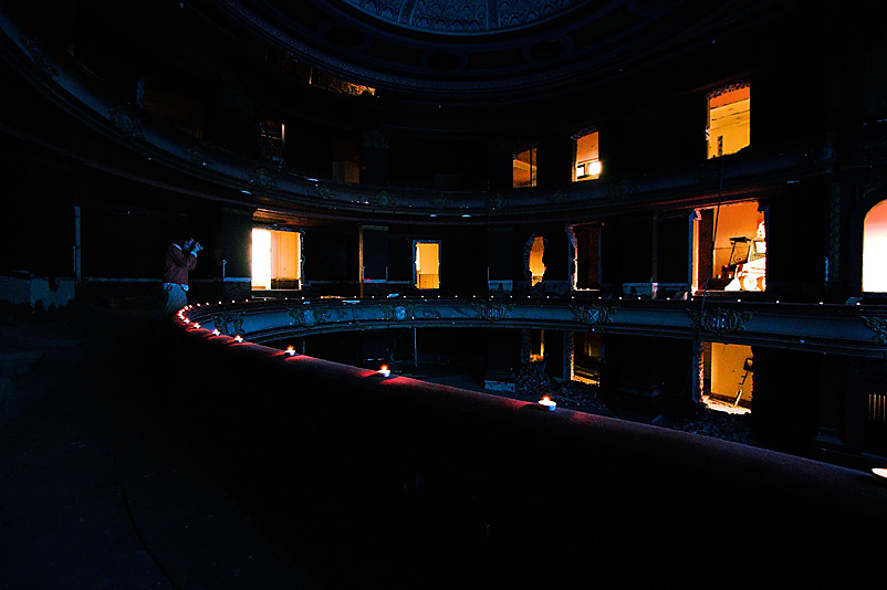 UE: Theatre, Orange Light